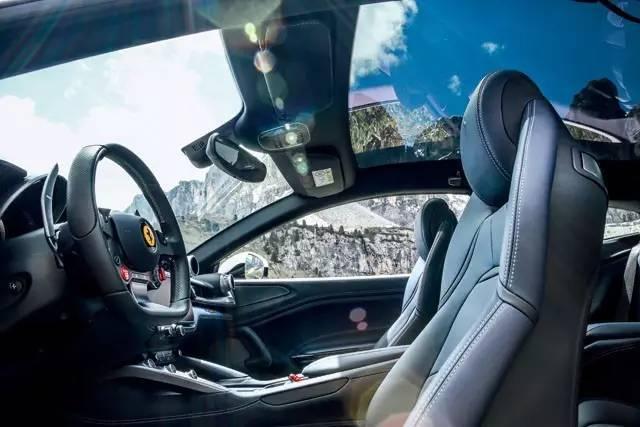 跨界超跑——法拉利GTC4Lusso