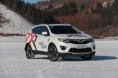冰雪试驾东南DX7 前驱车照样玩转冰面
