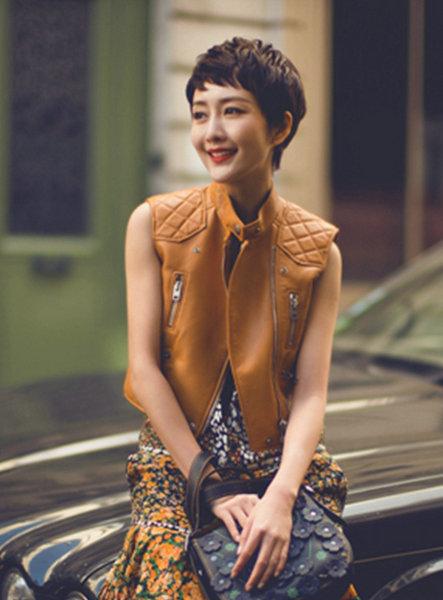 王鸥最新时尚欧洲街拍曝光 短发帅气随性