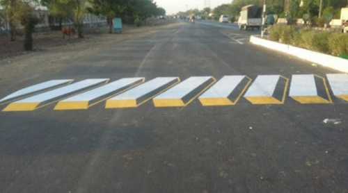 不是眼花了:印度出现3D斑马线 提醒减速慢行