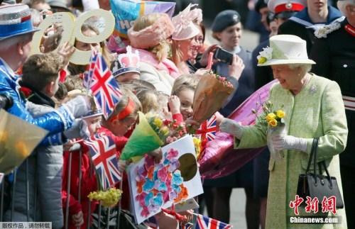 资料图片:英国伊莉莎白女王15日预定出席她90岁生日庆祝活动。