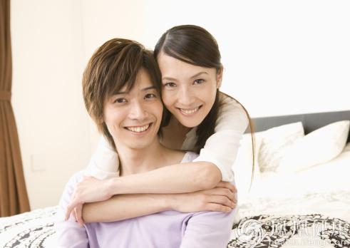 国内夫妻性爱_美国最新一期《悦己》杂志刊文指出:最理想的频率是,夫妻双方在性爱