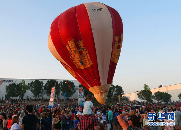 西班牙小城举办热气球节(高清组图)_凤凰资讯