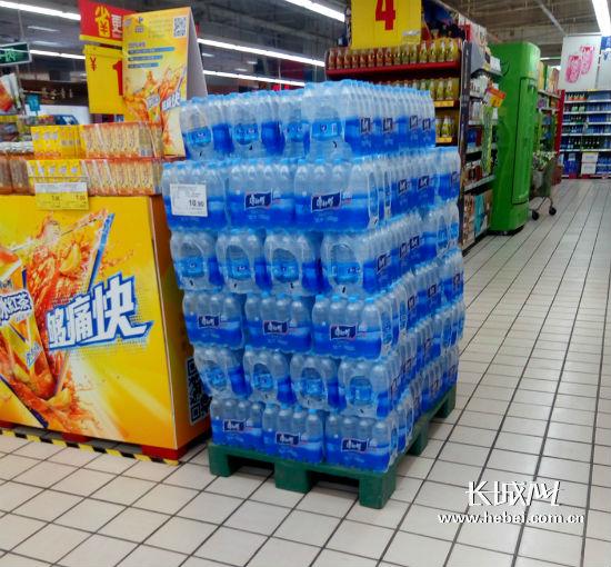 超市桶装水供应充足价格不变