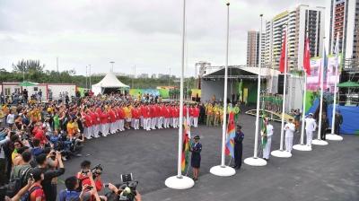 昨天,参加2016年里约奥运会的中国体育代表团在里约奥运村举行了升旗图片