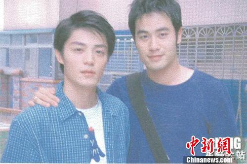 陈亦飞早年与霍建华合作拍摄《摘星》时期的青涩照片