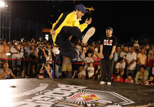 红牛国际街舞挑战赛嘻哈四强出炉 中国洋女婿