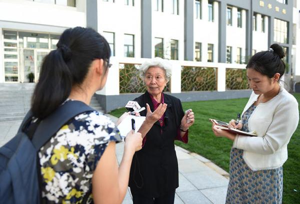 9月9日,陈秋影老师接受记者采访。