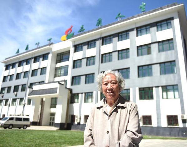 这是9月9日记者拍摄的田潞英老师。