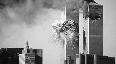2001年9月11日,美国纽约世贸中心双子塔被撞起火.