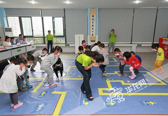趣味性十足的消防安全示范课课堂。 记者 陈龙翔 摄