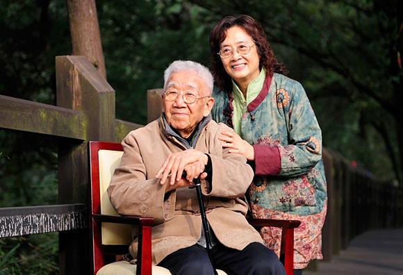 庄奴和妻子邹麟。图片来自网络