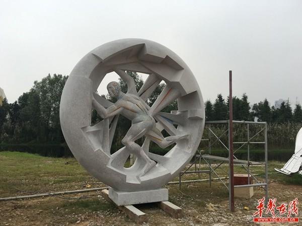 格鲁吉亚雕塑家琼·哥加贝利奇威利《创造者》.