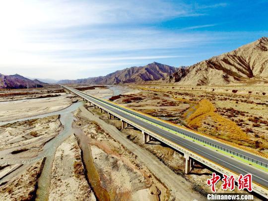 青海茶格,香花两条高速公路建成