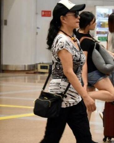 61岁刘晓庆未ps近照 网友 整容后遗症显现