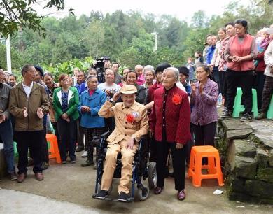 81岁的她成了新娘 等来了这场迟到66年的婚礼