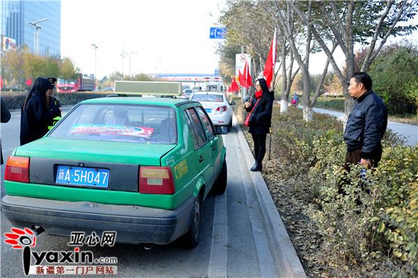 """乌鲁木齐市客运统管办稽查二大队副队长肖凯说,这辆""""克隆出租车""""当时"""