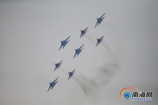 俄罗斯飞行表演队亮相珠海航展