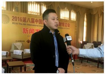 (中再融副总裁侯君现场接受CCTV记者采访)