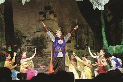 《仲夏夜之梦》被小学生搬上舞台图片