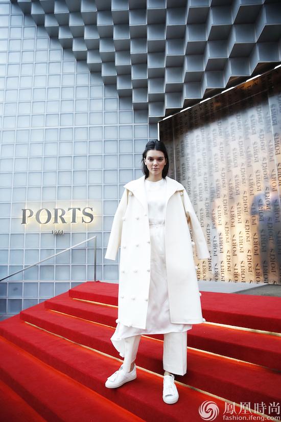 宝姿Ports 1961推出手绘涂鸦限量款蝴蝶结板鞋