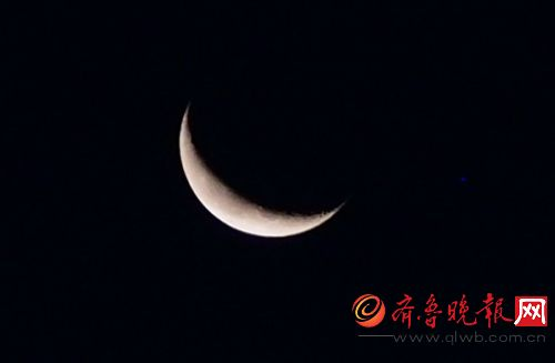 实拍木星伴月惊现济南上空!