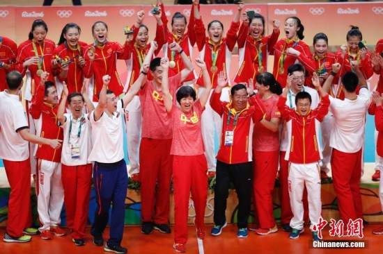 今夏,郎平率中国女排重夺奥运冠军中新网记者杜洋摄
