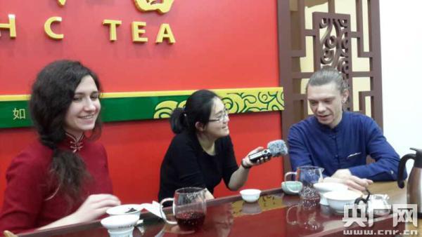 """俄罗斯茶艺师钟胜利曾到中国""""背""""茶叶"""