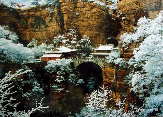 桥楼殿冬季雪景。 图片来源于网络