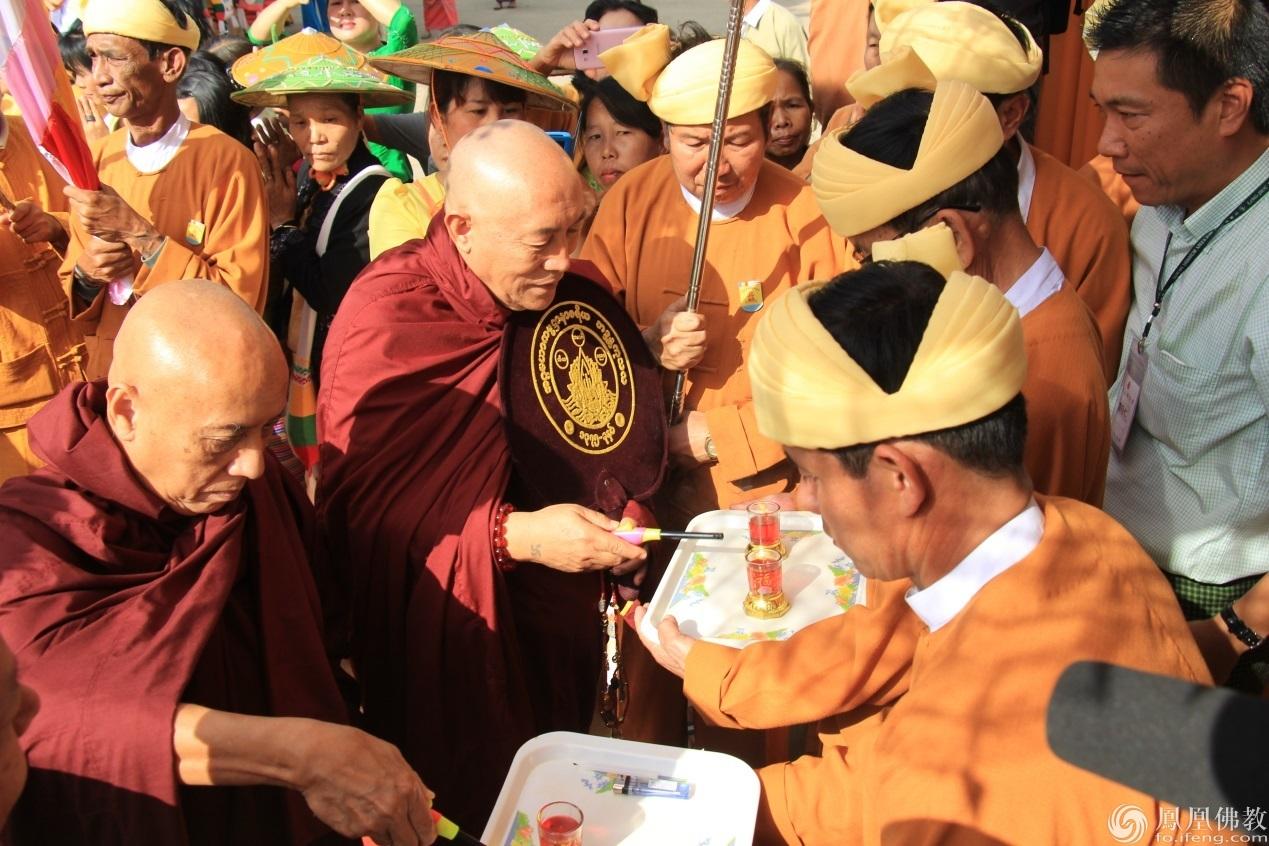 台湾灵鹫山举办2016年第十五届供万僧大会