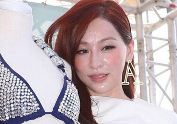 尚雯婕的脸 缝缝补补又三年 ,这次直接戴着面具出来了图片