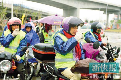 """■去年春运期间,参与""""返乡摩骑""""活动的市民得到帮助。(受访者提供)"""