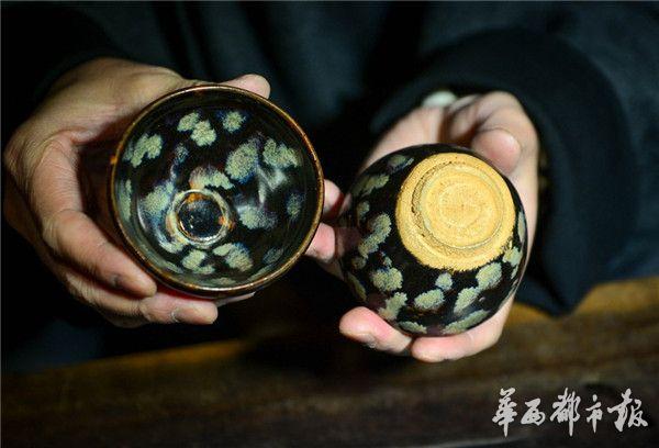 这是他收藏的一对吉州曜变天目茶盏。