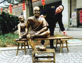 长沙黄兴南步行街一组雕塑作品被换成山寨版:目光呆滞_表情