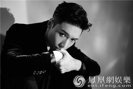 张艺兴刷爆韩国专辑销量榜 销量破27万超权志龙