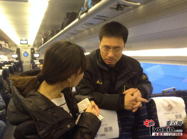 【网络媒体走转改】春节回家路 女儿给我买的动车票 让我也体验体验
