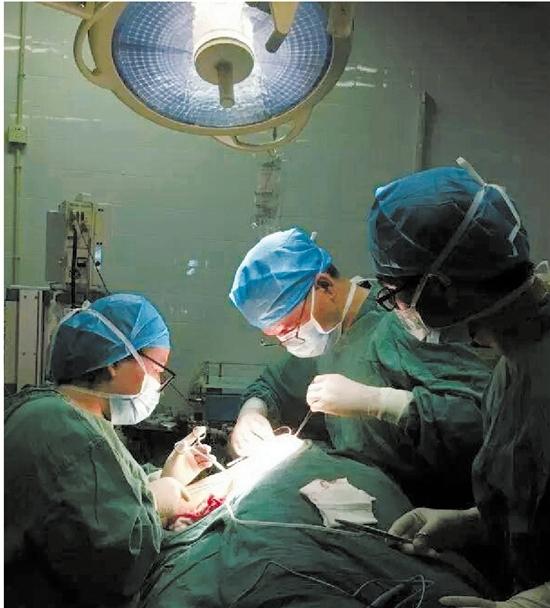 叠手术衣的步骤图解