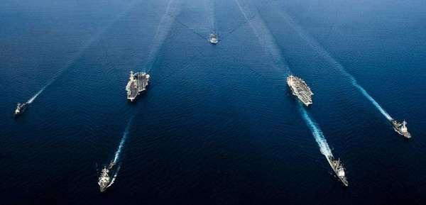 美军声称:两大舰队随时能在南海作战 (图)