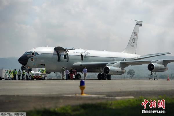 美空军一飞机因引擎故障迫降印尼