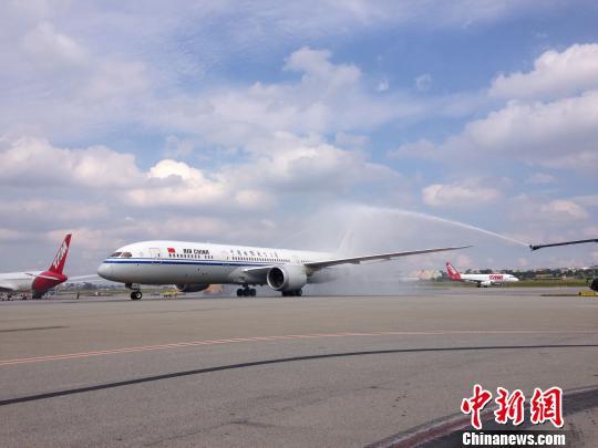 中国国航波音787 9梦想飞机首航巴西圣保罗