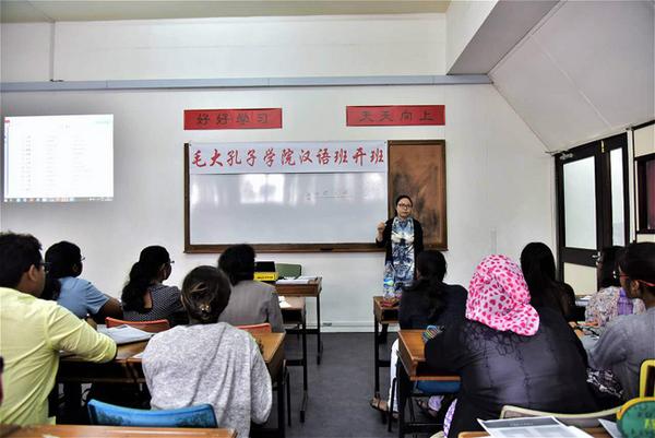 4月25日,谭旭东院长给毛大员工做杭州智慧城讲座。