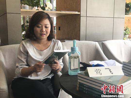 中国青年女作家莺飞分享自己的首部长篇小说《桑枯》。 杨颜慈 摄