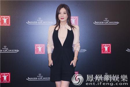 上影节赵薇现身 帅气性感轻松切换