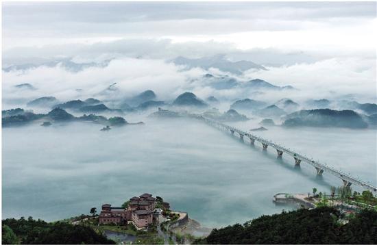 三等奖 《湖畔夜景》 吴海平 摄 千岛湖旅游度假区,分为排岭半岛,进贤