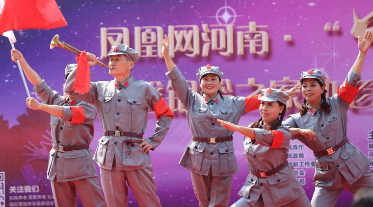 现场演出《红军不怕远征难》