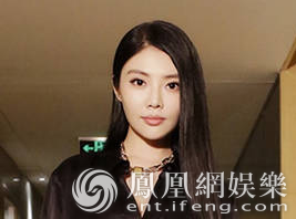 徐冬冬大姐范亮相《追龙》首映 展端庄霸气女神气质