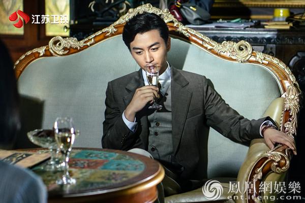 """《红蔷薇》陈晓出演""""多面间谍"""" 竟为满足父母心愿"""
