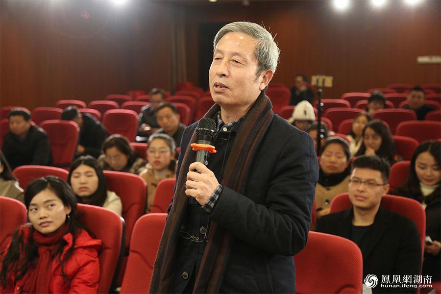 """""""湖南大学建筑学院党委书记兼副院长、教授、博士导师柳肃就内容向孟泽提出问题"""