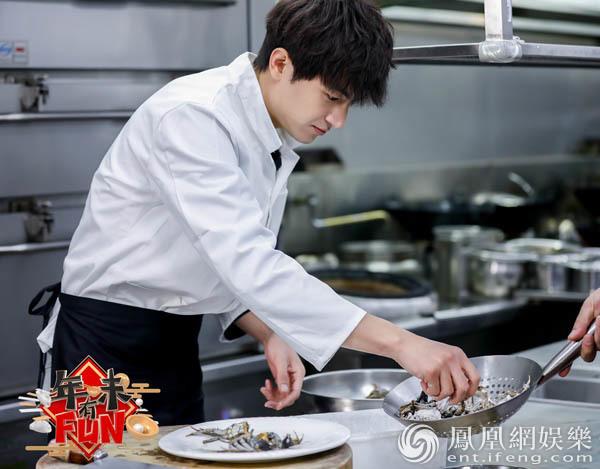 《年味有FUN》林更新自曝被奶奶催婚 变身代班厨师