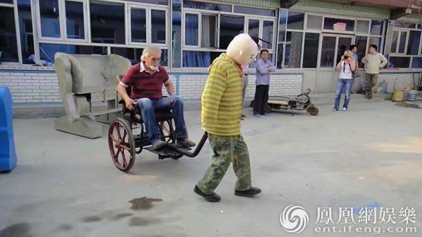 中国农民专注造机40年 《铁甲雄心》钢铁侠惊艳全场